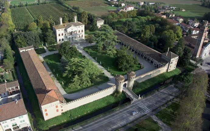A Renaissance Villa-Castle in the venetian countryside
